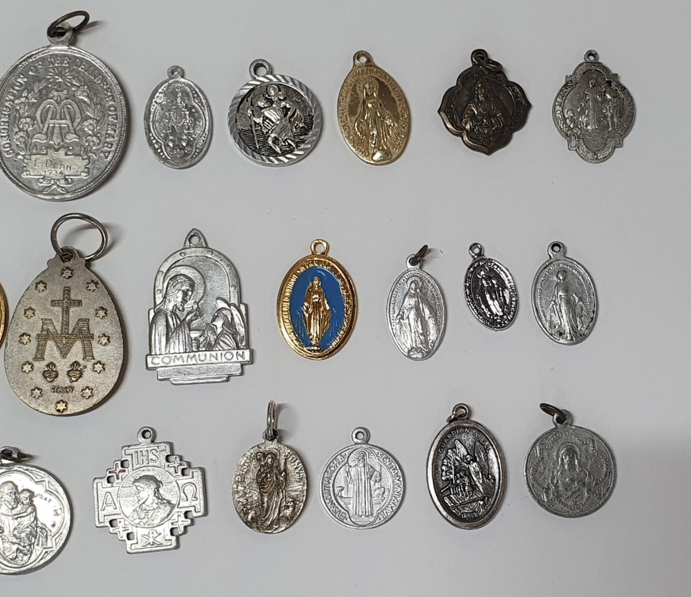 Large collection of religious pendants, many originating from Ireland (Qty) - Image 3 of 3