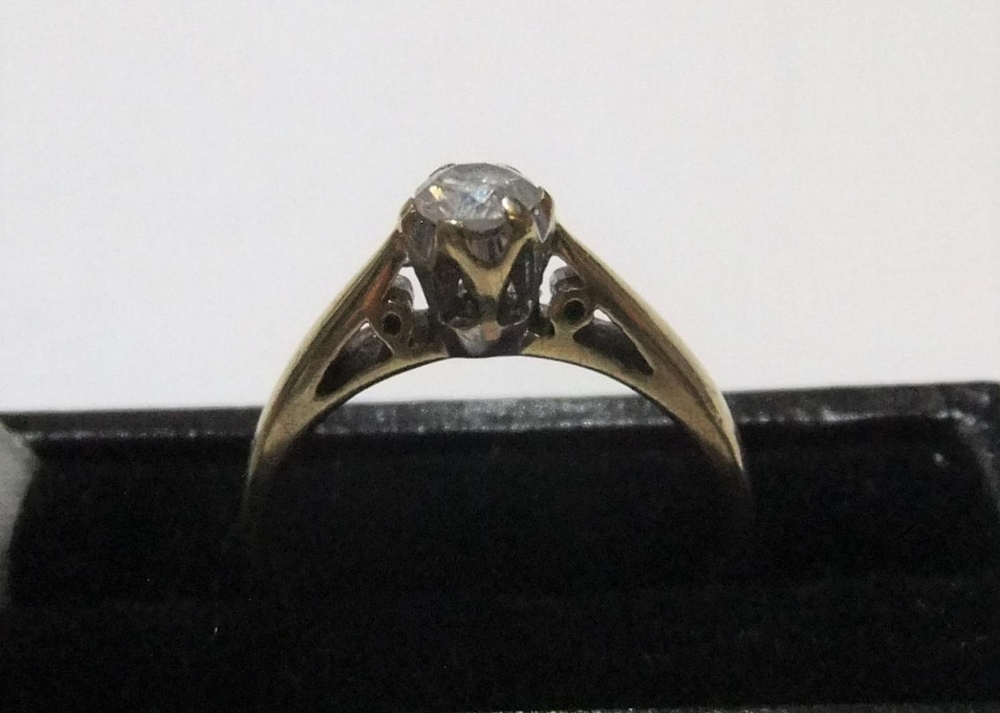 9ct yellow gold diamond solitaire ring (approx 0.25ct) Approx 2.1 grams gross, size K/L
