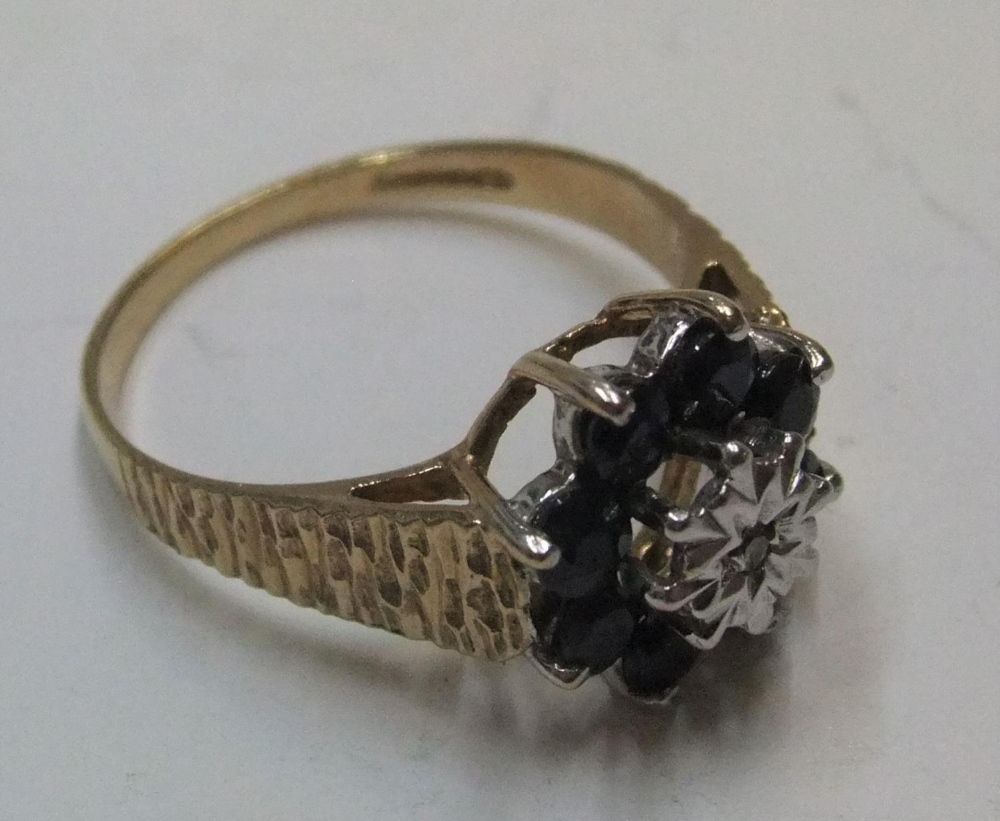9ct yellow gold sapphire cluster ring Approx 2.6 grams gross, size P - Image 3 of 4