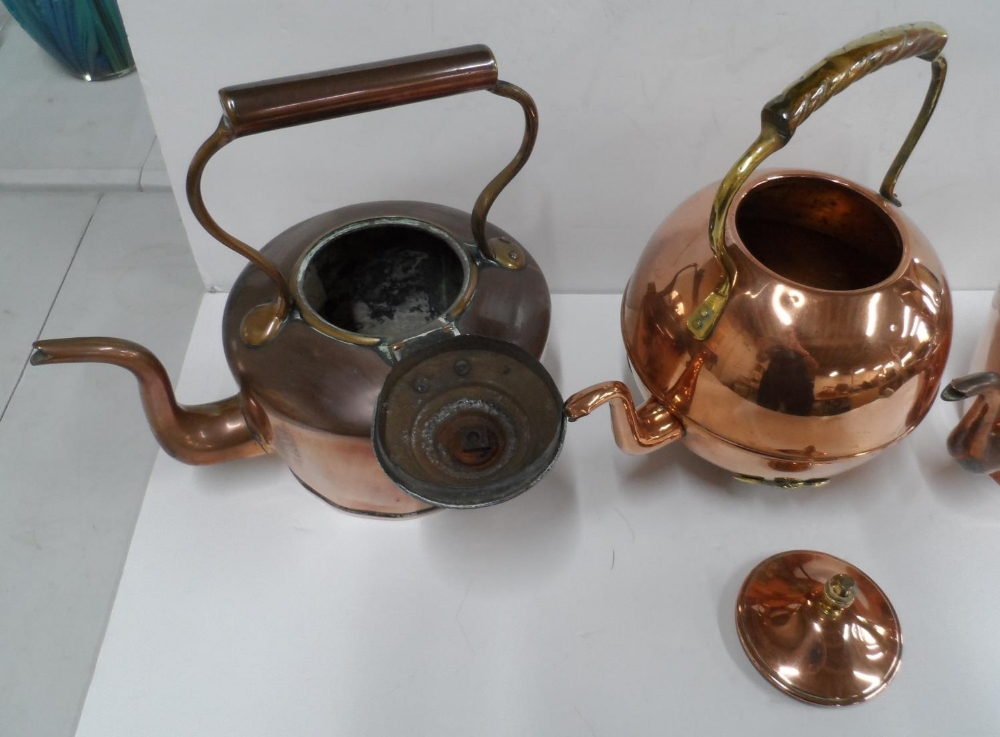 Collection of 3 copper antique kettles to include an unusual circular example (3) - Image 3 of 3