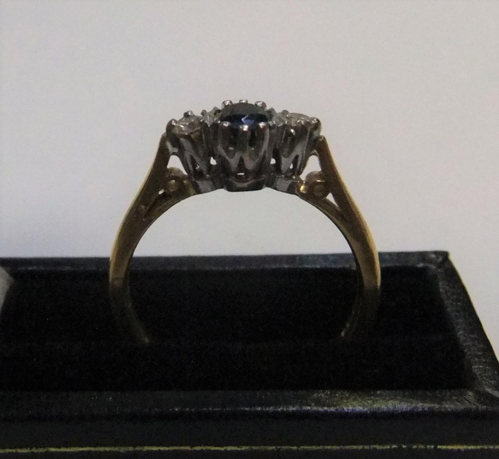 9ct yellow gold sapphire cluster ring Approx 2.6 grams gross, size P - Image 4 of 4