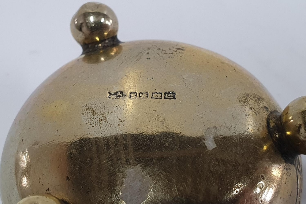 Hallmarked miniature silver dish together with EPNS sugar tongues (2) - Image 3 of 4