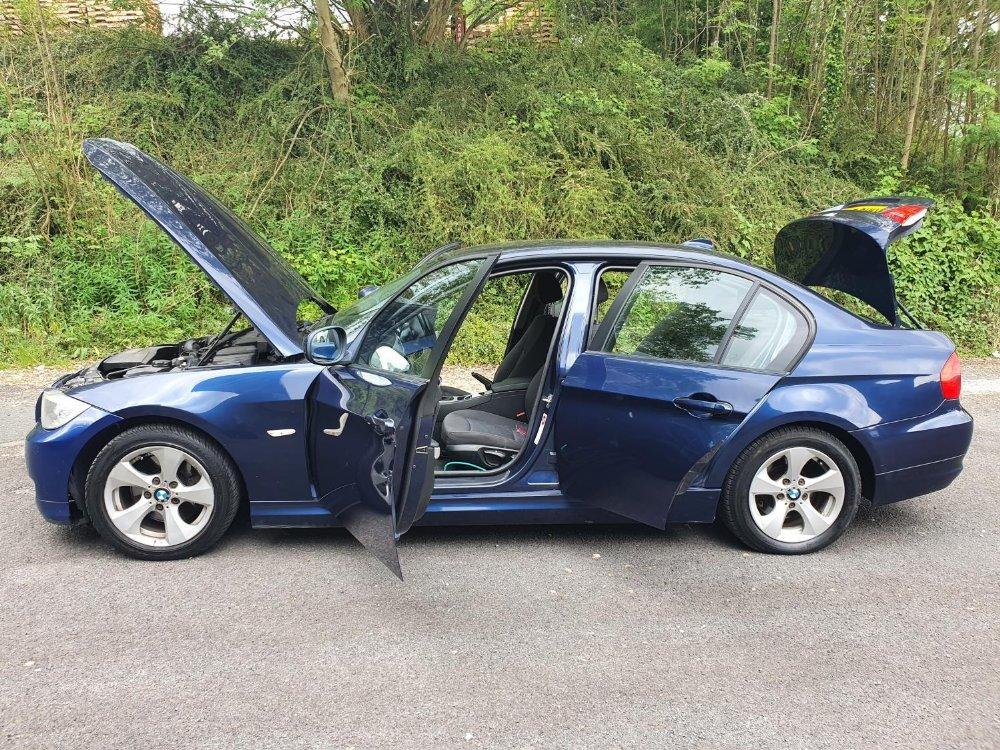 BMW 320d Efficientdynamics, 4 door, 2 litre Diesel in Blue, MOT-Jan 22 134331 miles comes with V5. - Image 7 of 11