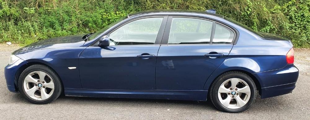 BMW 320d Efficientdynamics, 4 door, 2 litre Diesel in Blue, MOT-Jan 22 134331 miles comes with V5. - Image 4 of 11