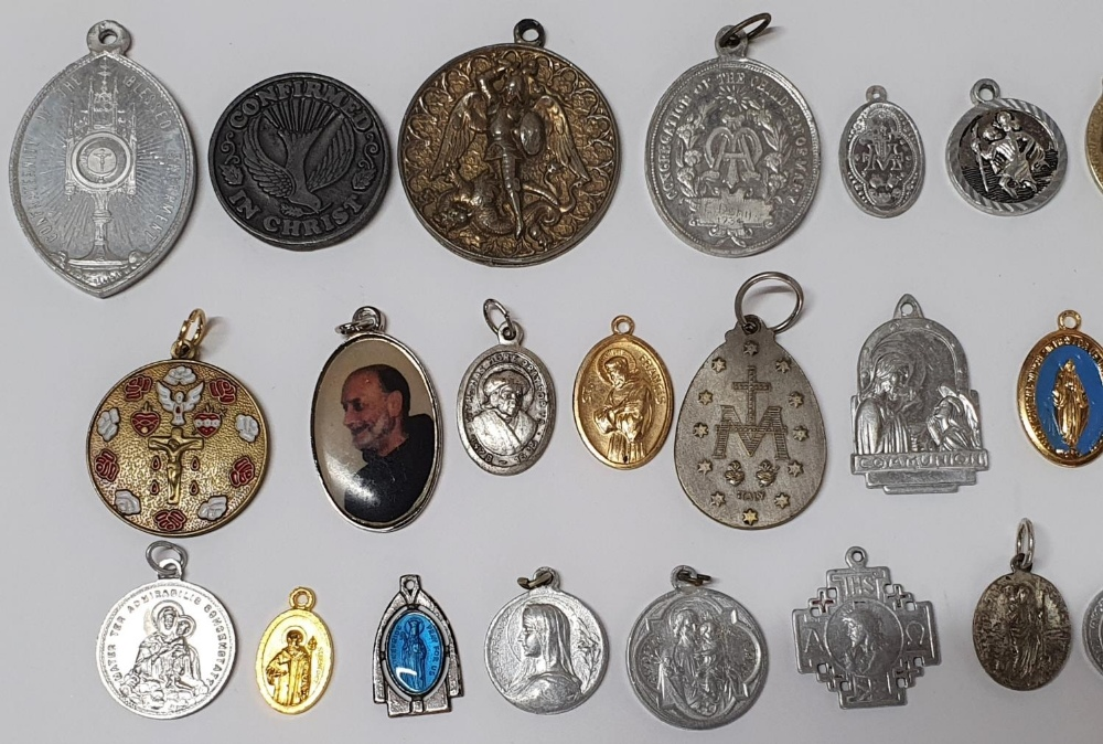 Large collection of religious pendants, many originating from Ireland (Qty) - Image 2 of 3