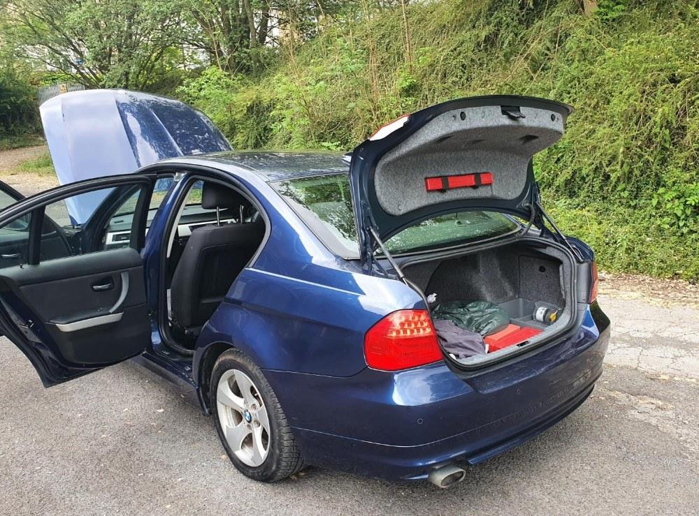 BMW 320d Efficientdynamics, 4 door, 2 litre Diesel in Blue, MOT-Jan 22 134331 miles comes with V5. - Image 8 of 11