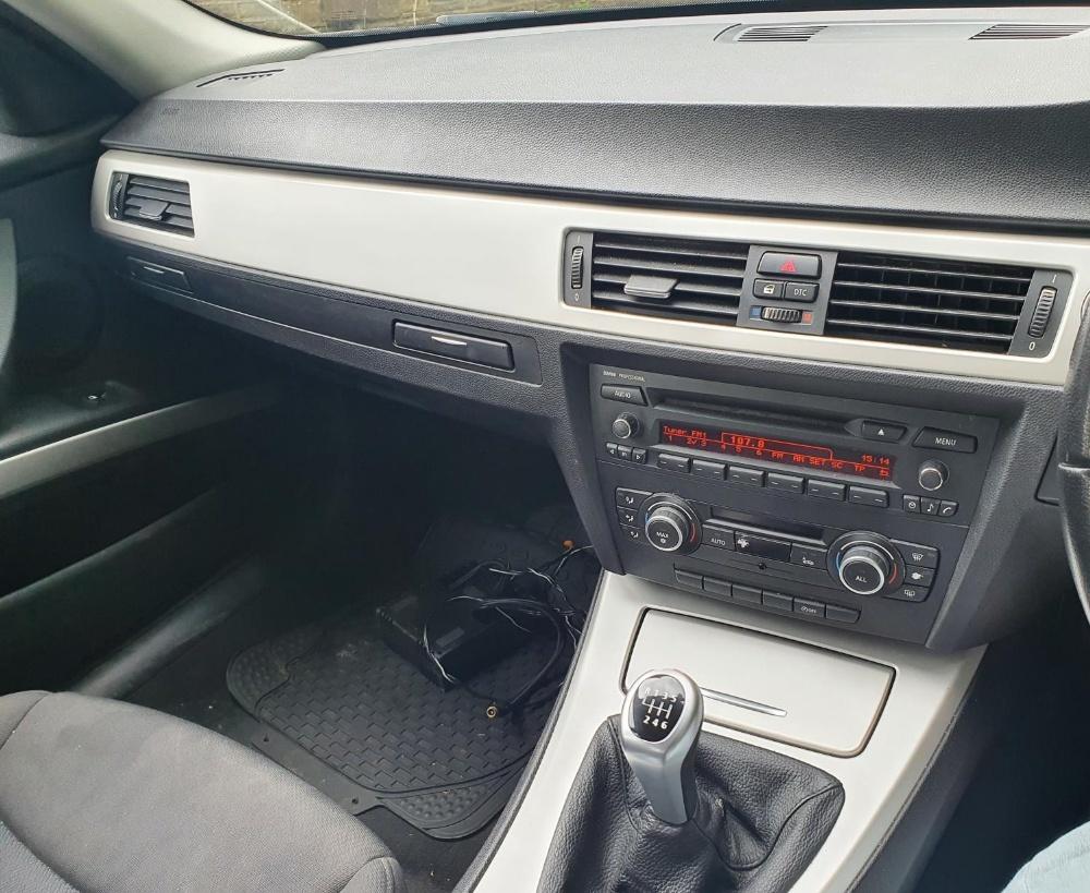 BMW 320d Efficientdynamics, 4 door, 2 litre Diesel in Blue, MOT-Jan 22 134331 miles comes with V5. - Image 9 of 11