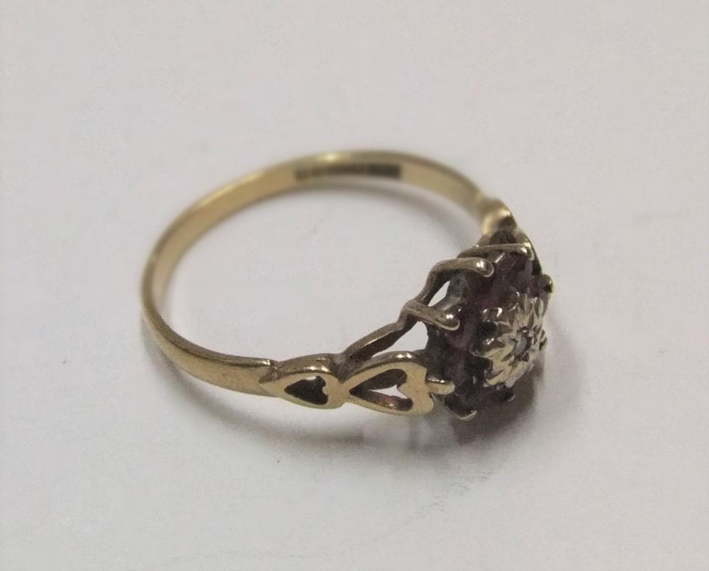 9ct yellow gold ruby & diamond flower ring Approx 1.6 grams gross, size L - Image 3 of 3