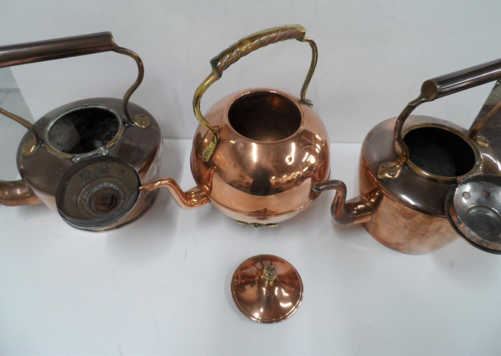 Collection of 3 copper antique kettles to include an unusual circular example (3) - Image 2 of 3