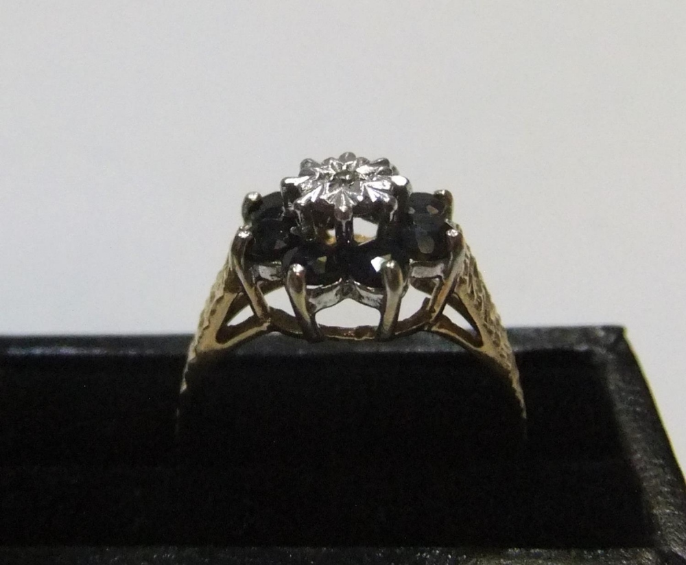 9ct yellow gold sapphire cluster ring Approx 2.6 grams gross, size P - Image 2 of 4