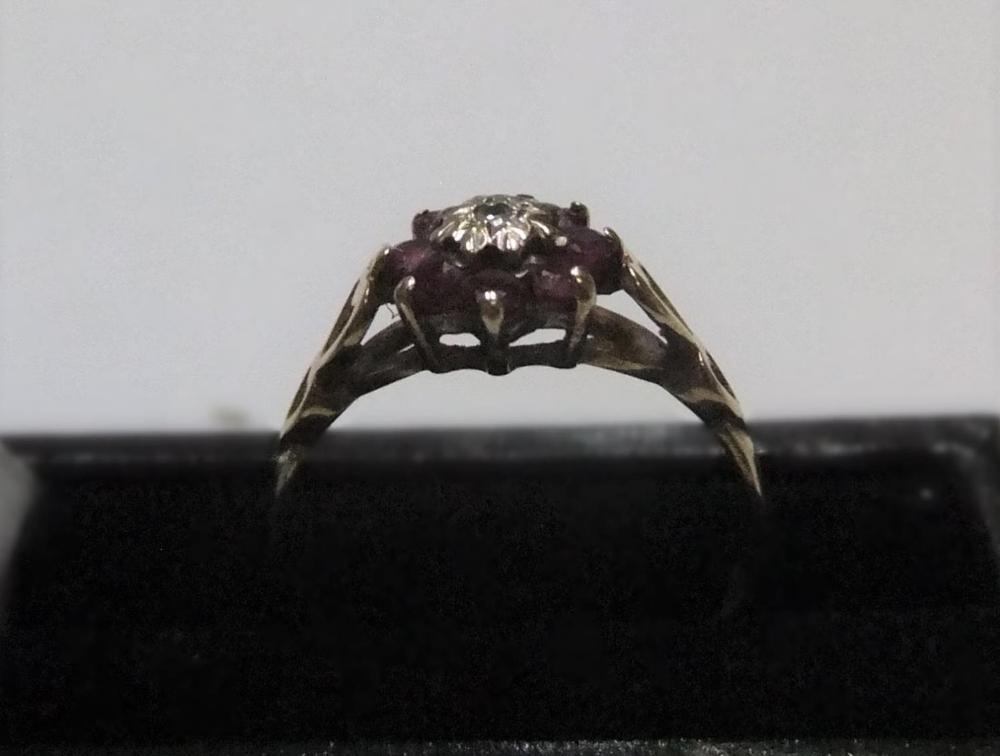 9ct yellow gold ruby & diamond flower ring Approx 1.6 grams gross, size L - Image 2 of 3