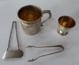 Four silver items to include an egg cup, small cup etc (4)