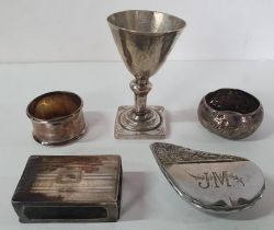 Four items of scrap silver and an unmarked, white metal pill box in the form of a shell (5), 150