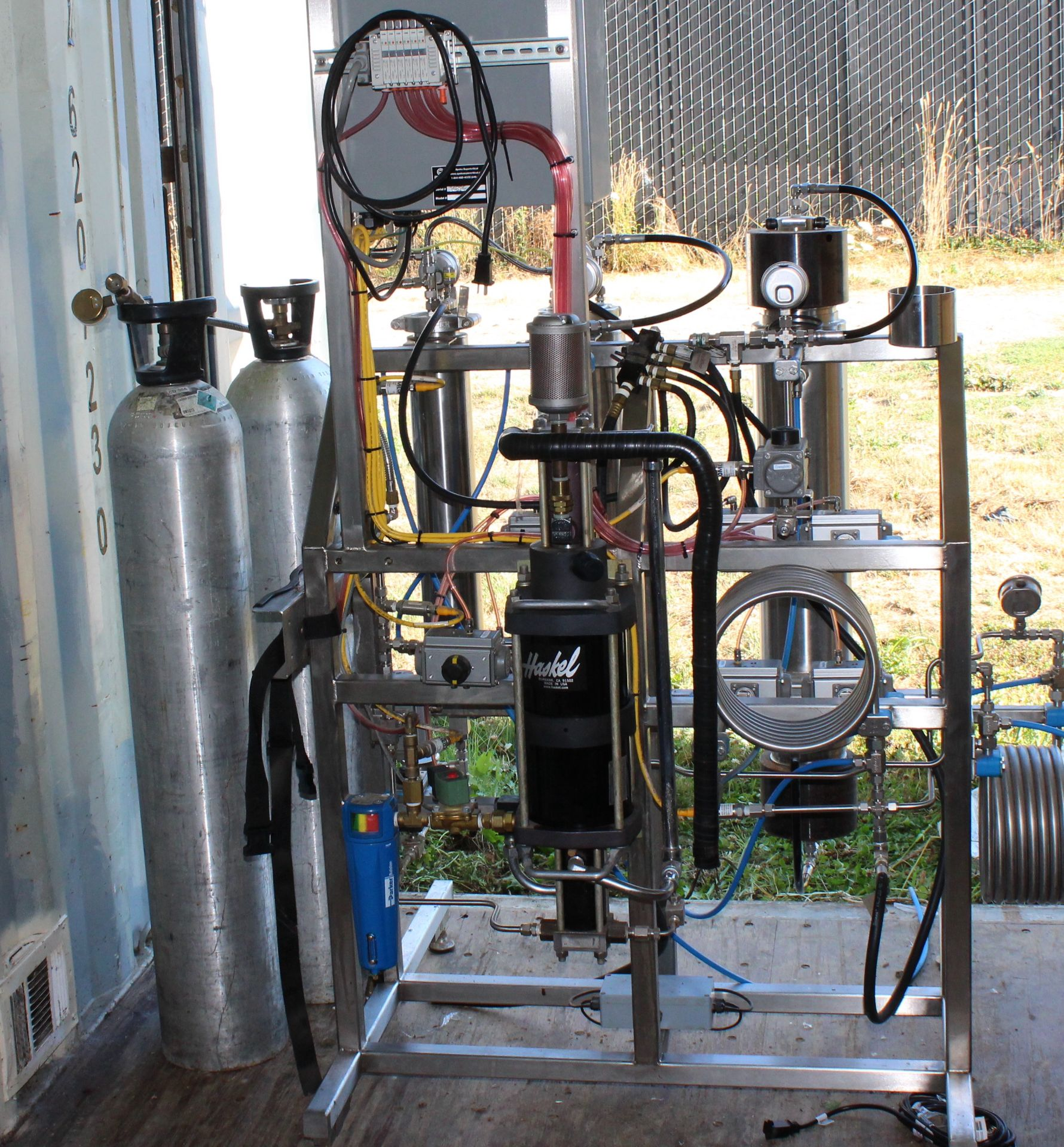 Used-Apeks 2x 5L 5000 PSI 5L Extraction System. Holds up to 3 lbs of dry/ground material - Image 2 of 6