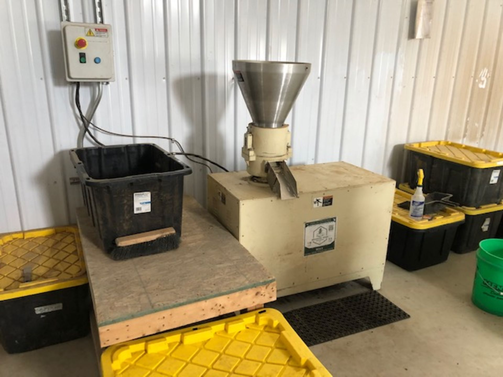 Used - MRX Supercritical CO2 Extractor Complete System. See details in description full inventory - Image 20 of 29