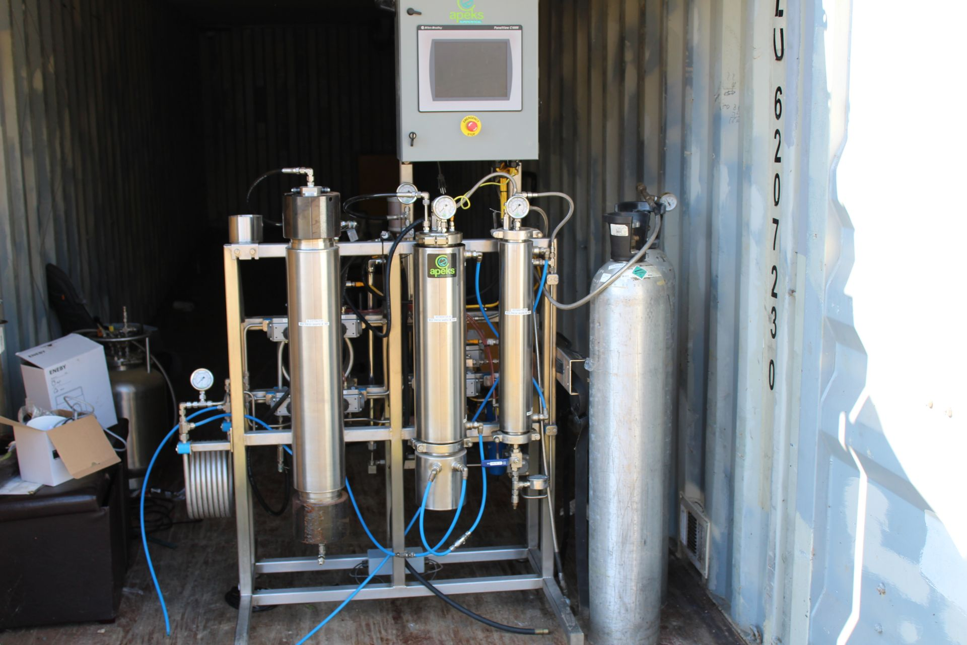 Used-Apeks 2x 5L 5000 PSI 5L Extraction System. Holds up to 3 lbs of dry/ground material
