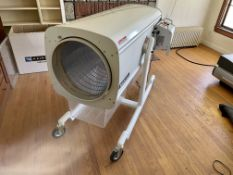 Used Twister BatchOne Dry Trimmer. Model BatchOne. Throughput of 88 lbs/hr
