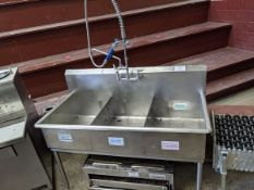 3 Well Stainless Steel Sink with Wash Wand