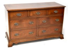 A Georgian-style mahogany cross-banded chest of seven drawers, on bracket feet, 75 x 119.5 x 48.5cm.