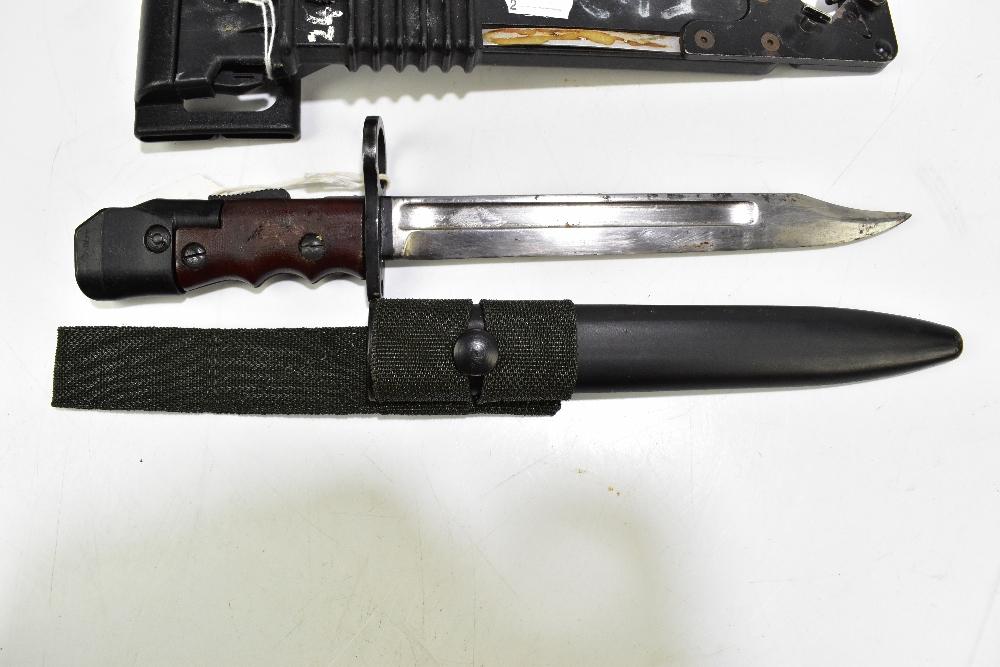 A British SA80 bayonet with saw and wire cutter and further No.7 Mk I/L bayonet, both with scabbards - Image 2 of 3