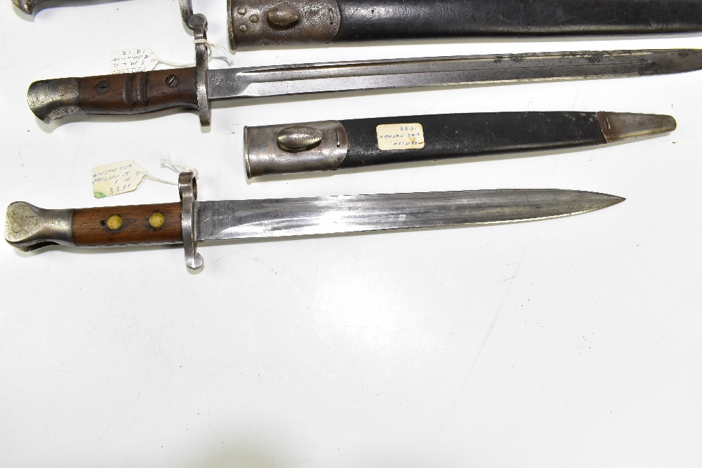 Two British bayonets comprising Lee Metford 1888 Mk I second pattern and S.M.L.E. 1913 Remington, - Image 2 of 9