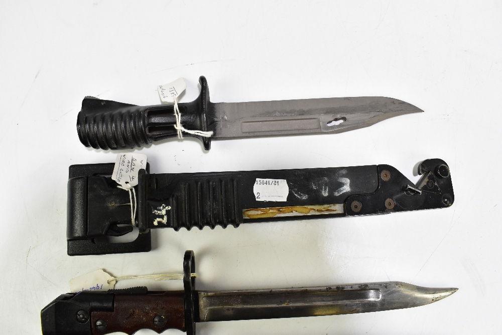 A British SA80 bayonet with saw and wire cutter and further No.7 Mk I/L bayonet, both with scabbards - Image 3 of 3