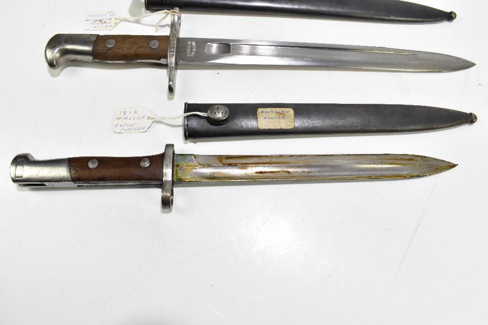 A Swiss Schmit-Ruven (Schmidt-Rubin) 1889 bayonet and Austrian 1912 Mauser bayonet (export pattern), - Image 2 of 4