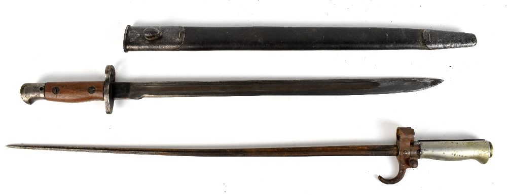 ANDERSON; a 1907 Pattern bayonet fitted in scabbard, length 57.5cm, together with a Lebel bayonet,