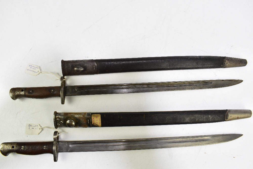 Two British S.M.L.E. 1907 bayonets, one by Sanderson of Sheffield, both with scabbards (2). - Image 3 of 5