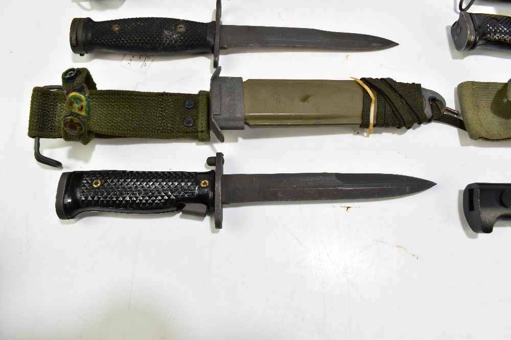 Three US M8 A1 bayonets and a Spanish Cetme 69 bayonet, all with scabbards (4).Additional - Image 2 of 5