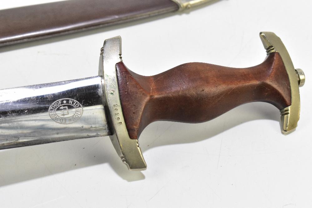 A German Third Reich SA (Sturmabteilung) dagger, the blade with etched motto 'Alles Für Deutschland' - Image 4 of 8