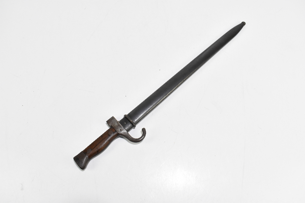 A French Model 1892 bayonet, the fullered blade stamped 'JC' to base, the quillon no.92983, with - Image 5 of 5