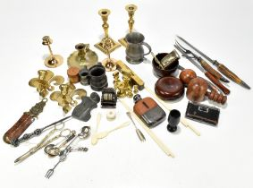 A group of collectors' items to include a pair of Victorian brass sovereign scales, various treen