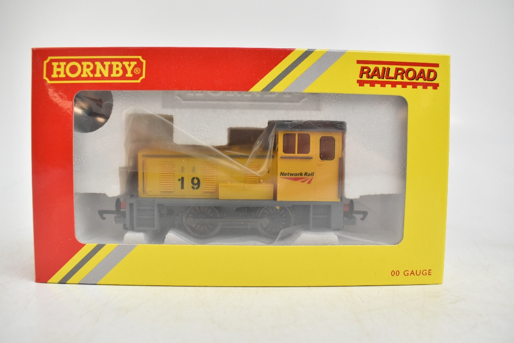 HORNBY; four boxed diesel shunter locomotives comprising R2783 BR 0-4-0 Class 06, R2188 BR 0-4-0 - Image 4 of 11