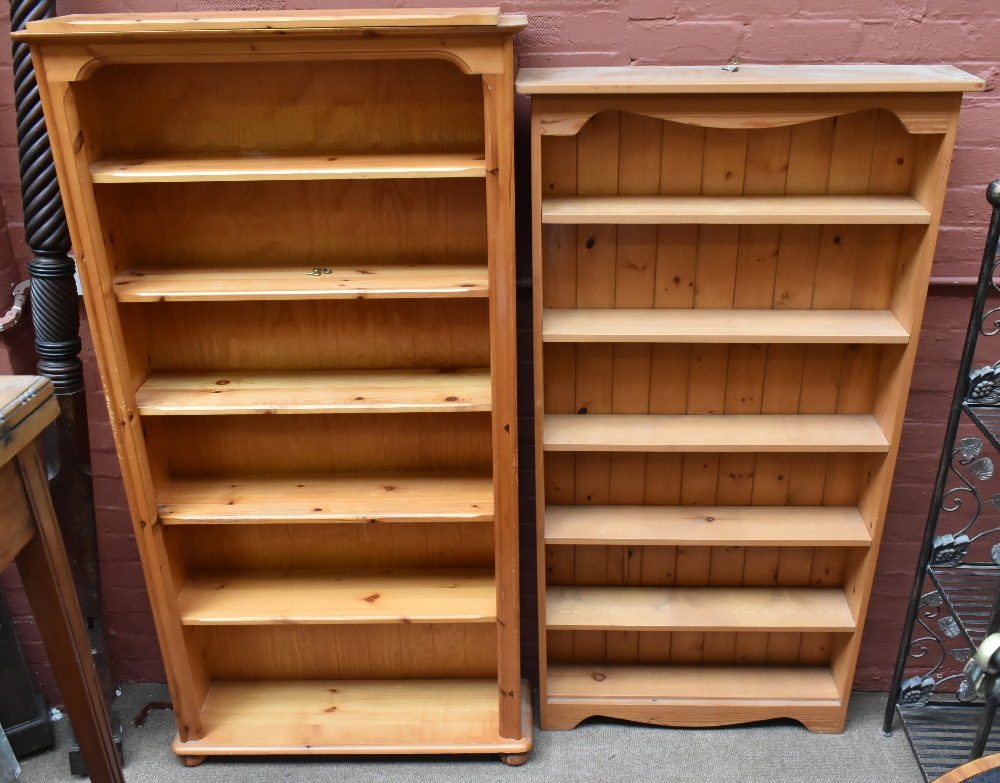 Two pine freestanding bookcases, the larger height 183cm, width 94cm, depth 28cm (2).Additional
