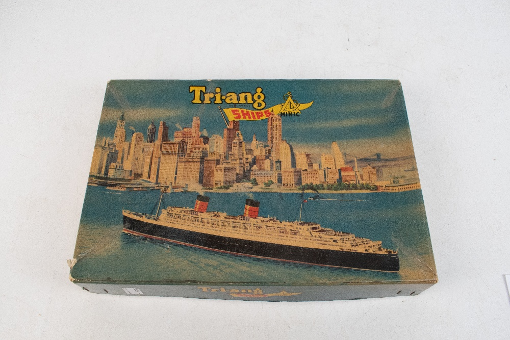 TRI-ANG MINIC; a boxed 'Ships R.M.S. Queen Elizabeth Presentation Set'.Additional InformationBox - Image 5 of 5