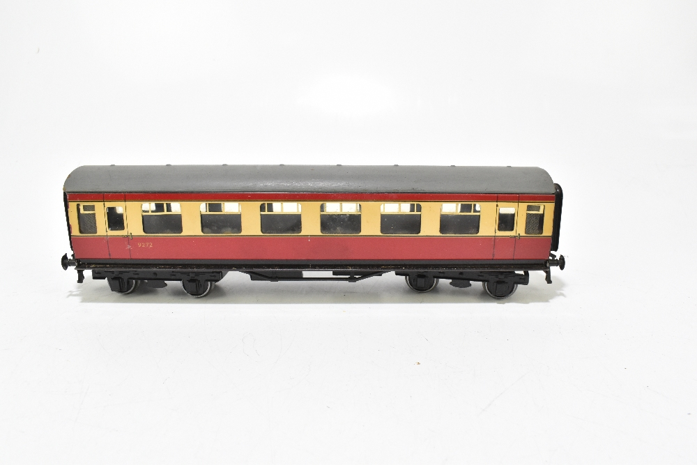 BASSETT-LOWKE; four post-war coaches in BR red and cream livery including a First Class example ( - Image 2 of 13