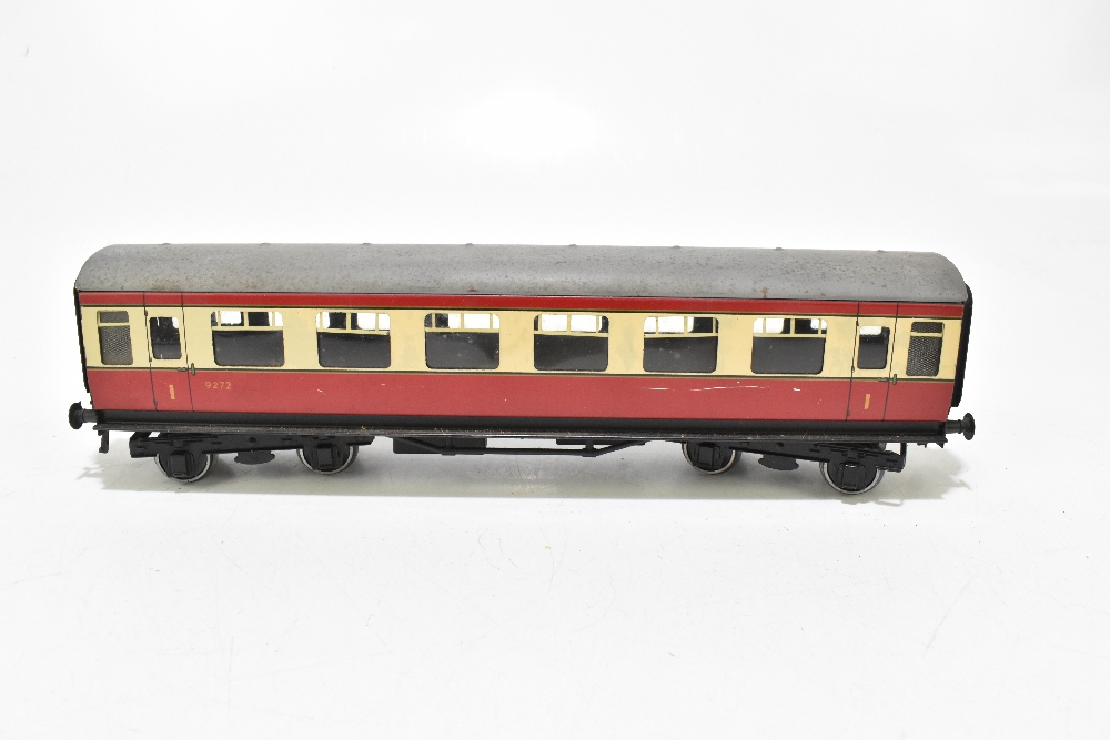 BASSETT-LOWKE; four post-war coaches in BR red and cream livery including a First Class example ( - Image 5 of 13