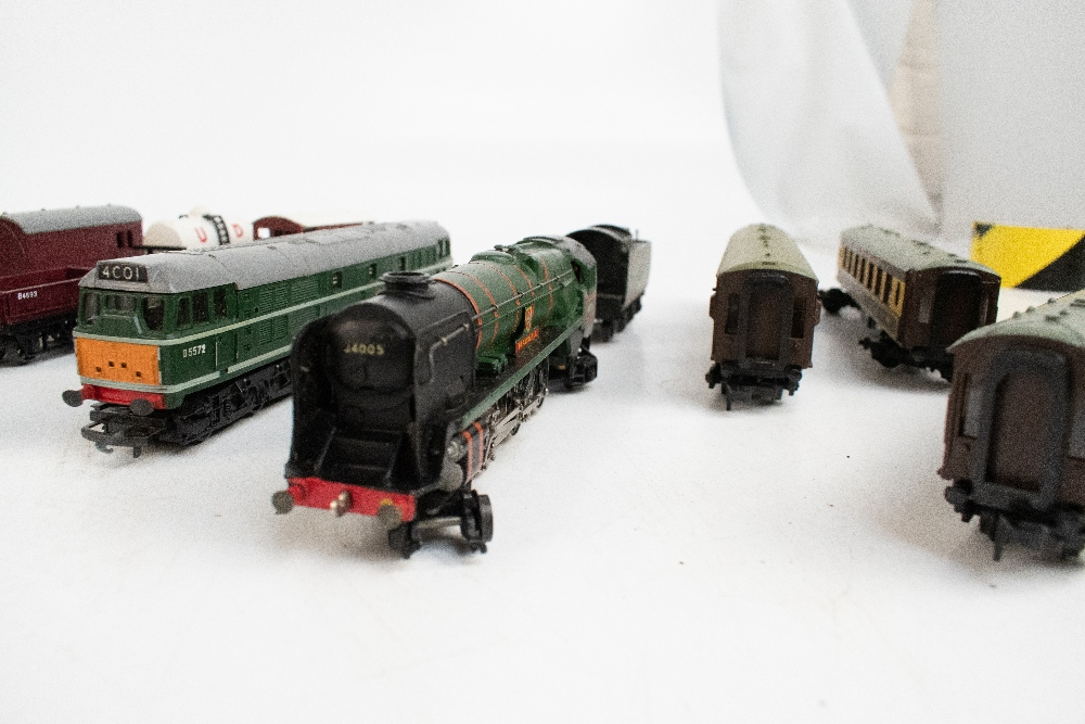 TRI-ANG HORNBY; a two boxed sets comprising RS8 'The Midlander' and RS51 'The Freight Master', - Image 6 of 12