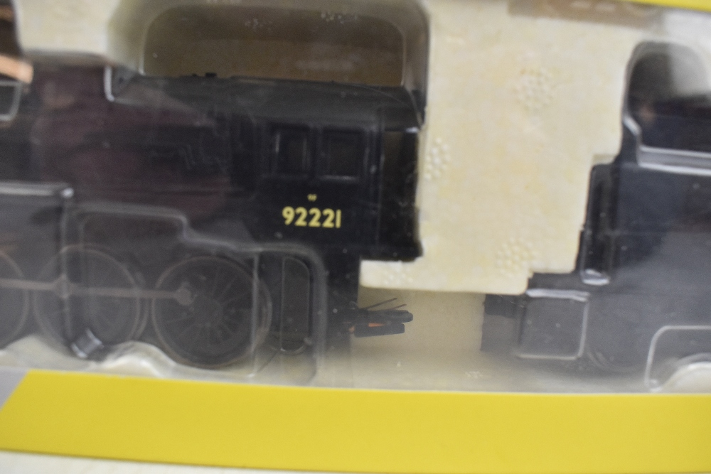 HORNBY; a boxed R2880 BR 9F no.92221 locomotive and tender in black livery.Additional - Image 2 of 4