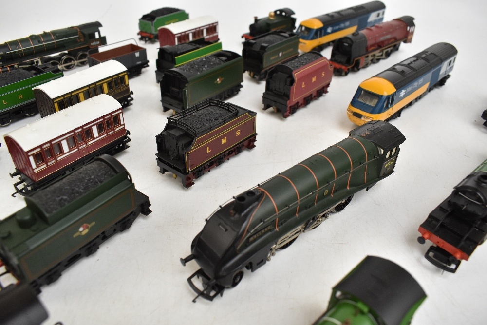HORNBY; a group of loose model railway comprising sixteen various sized locomotives including - Image 9 of 10