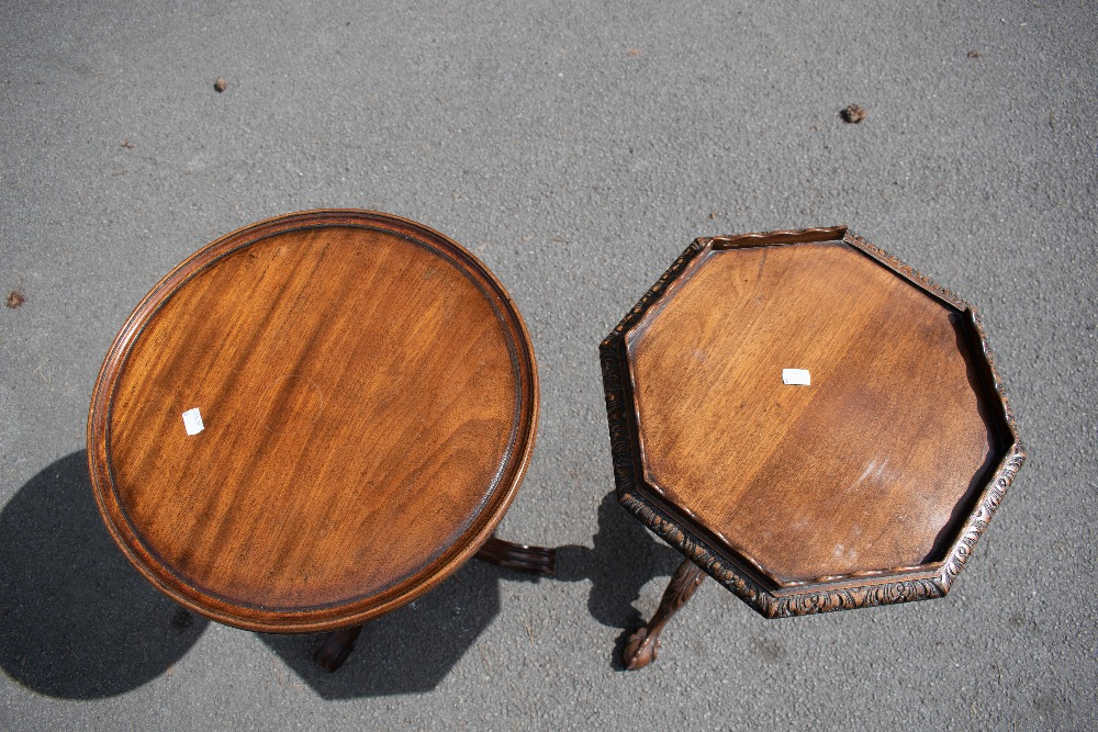 A reproduction mahogany circular tripod table, with turned column, on carved tripod base, height - Image 2 of 4