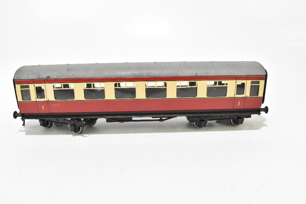 BASSETT-LOWKE; four post-war coaches in BR red and cream livery including a First Class example ( - Image 6 of 13