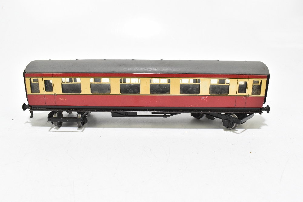 BASSETT-LOWKE; four post-war coaches in BR red and cream livery including a First Class example ( - Image 3 of 13