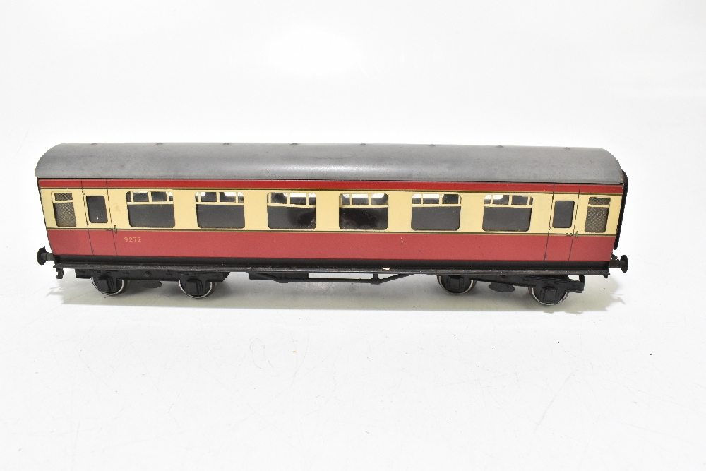 BASSETT-LOWKE; four post-war coaches in BR red and cream livery including a First Class example ( - Image 11 of 13