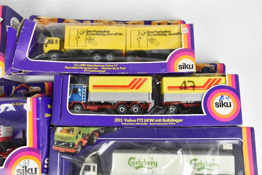 SIKU; fourteen boxed models including 3714 DBP-Paketlastzug Volvo F7, 3115 Volvo F12 LKW, 288 Aral- - Image 5 of 6