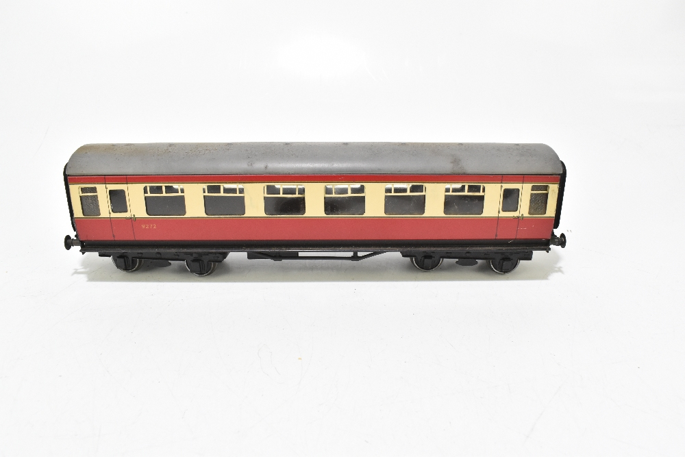 BASSETT-LOWKE; four post-war coaches in BR red and cream livery including a First Class example ( - Image 8 of 13