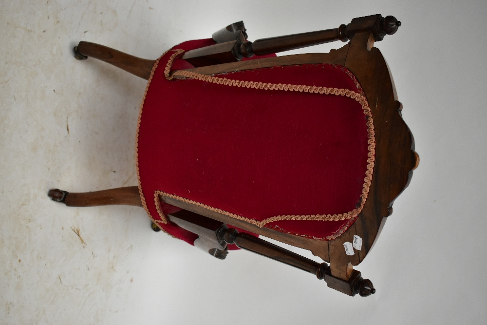 A Victorian carved rosewood lady's salon chair with burgundy dreylon upholstered back and seat on - Image 3 of 4
