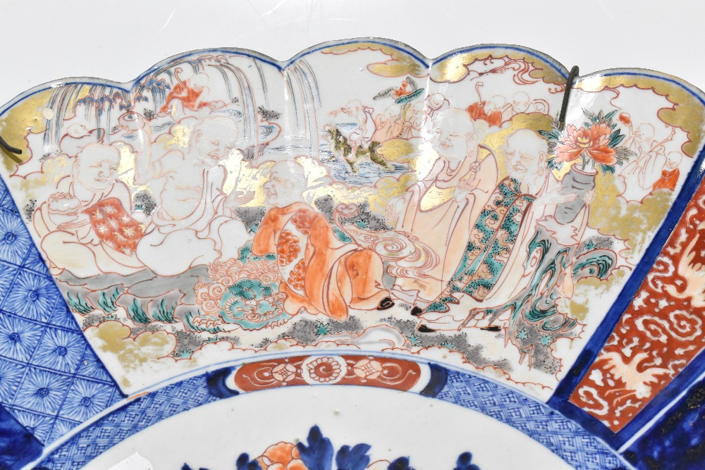 A large late 19th century Japanese Imari charger, of circular form with panelled detail depicting - Image 3 of 5