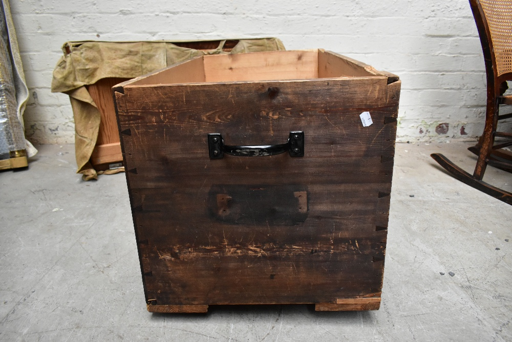 A stained pine blanket box of rectangular form, length 91cm (af). - Image 5 of 5
